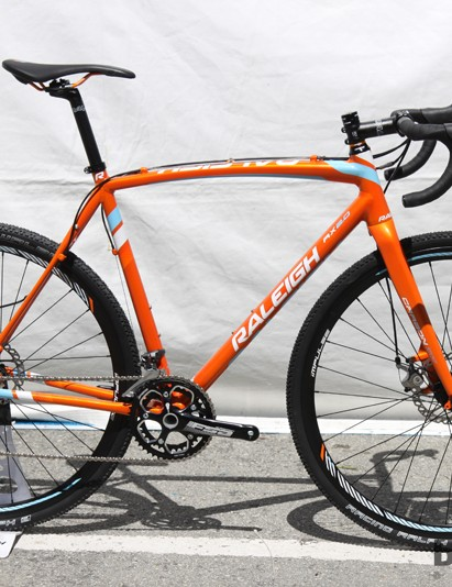 Raleigh's aluminum 'cross range gets all-new frames for 2014 that not only trim weight but supposedly provide a smoother ride quality that nearly matches the carbon models