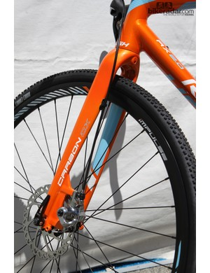 The Raleigh RX 2.0 gets a new tapered carbon fork with post mount disc tabs to replace last year's IS alloy fork