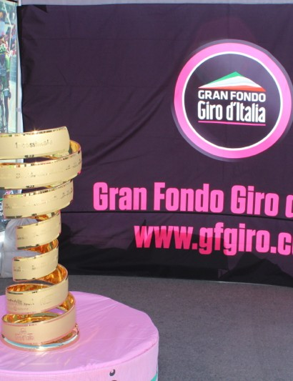 All Gran Fondo Giro d'Italia riders can pose with the Giro trophy