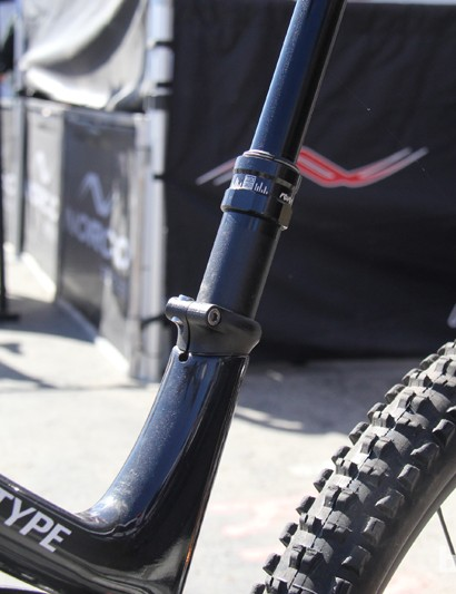 The dropper seatpost is also routed internally