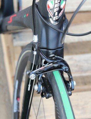Sculpted curves on the head tube/down tube junction guide the cables