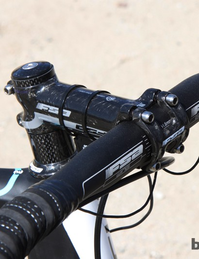 The one major exception to the team replica spec is the FSA cockpit - a necessary substitution since fi'zi:k doesn't yet have its bars and stems in sufficient quantities