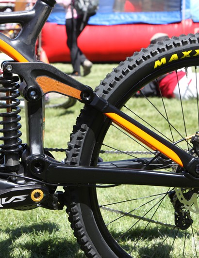 Kona sticks with its tried-and-true modified four-bar linkage design for the new Carbon Operator but with less of a falling rate initially so the rear end will tend to sit up higher in the travel