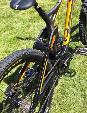 Kona claims the new Carbon Operator is twice as stiff as the aluminum version - not surprising given the massive tube cross-sections, large-diameter pivots, and the tremendous upper link