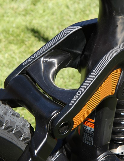 The aluminum links are joined together with an enormous carbon fiber bridge