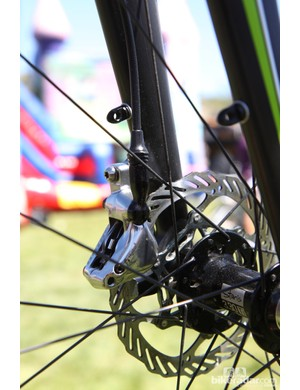 The new SRAM Red 22 hydraulic disc brakes suggest high performance but removable fender mounts lend versatility, too