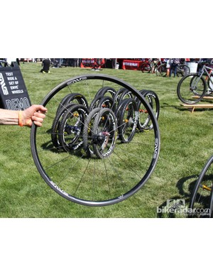 ENVE claims the Classic 25 rim weighs 400g and a complete wheelset with DT Swiss 350 hubs weighs 1,427g