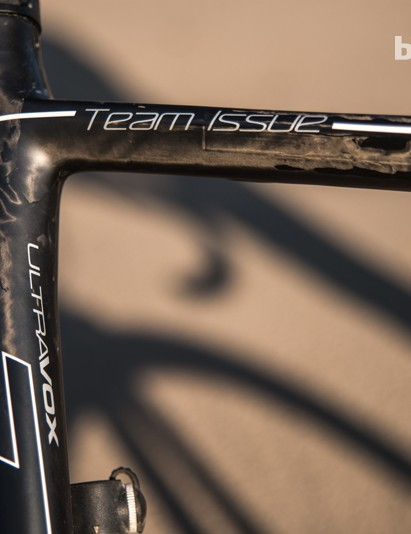 Swift Carbon's claims around the Ultravox TI's outstanding rigidity are borne out in the saddle