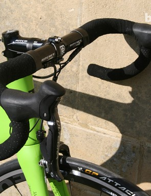 Ritchey take care of the cockpit with an XCS carbon bar and stem