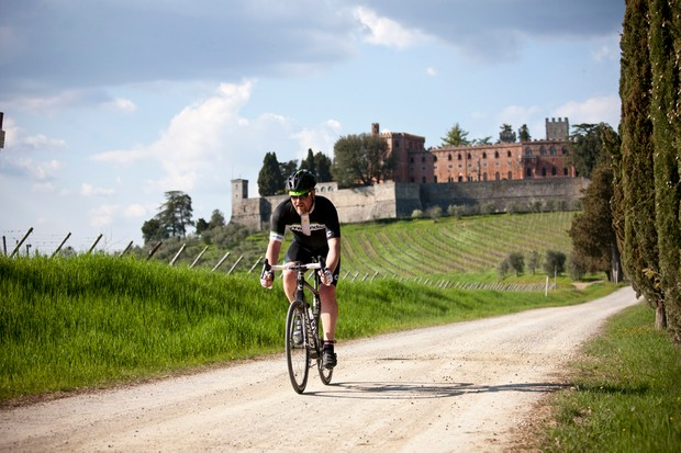 After riding on the Strade Bianche of Tuscany, we found the Cannondale Synapse Hi-Mod 2 to be one of the greatest all-rounders we have ridden