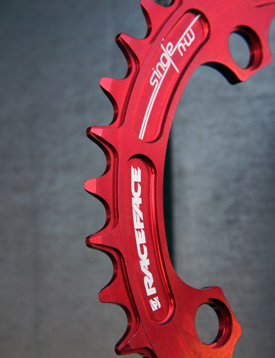 The new Race Face Narrow-Wide chainrings feature a stepped pattern similar to SRAM's XX1 setup to improve chain retention on 1x drivetrains. For some situations and drivetrain setups, the improvement is significant enough that some riders might even be able to ditch their traditional chain guides