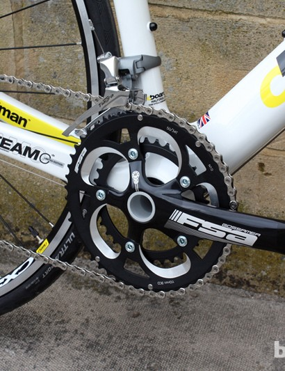 The Road Team Carbon LTD gets an FSA Gossamer Compact 50/34T PressFit 30 chainset