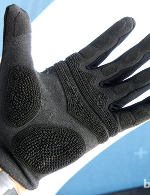 Prologo is expanding its CPC (Control Power Connect) concept to gloves and off-road saddles for 2014