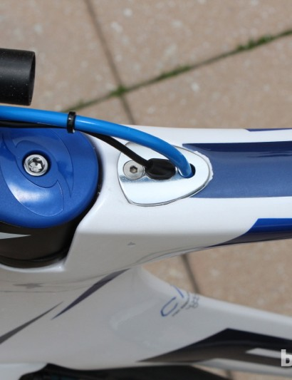 Cabling enters the top tube behind the stem, with different caps to accommodate mechanical or electric systems