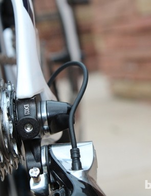 Some time trial bikes have horizontal dropouts to tuck the rear wheel closely against the frame. Many bikes have vertical dropouts for ease of use. The Norcom Straight has both; the vertical dropouts are horizontally adjustable via the rear-facing bolt