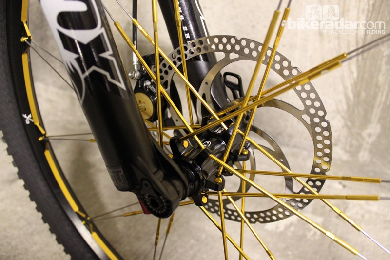 The lightweight Cobalt 3 wheelset adds bling appeal with its gold spokes