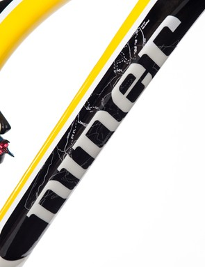 The Jet 9 is a full carbon frame with internal cable routing