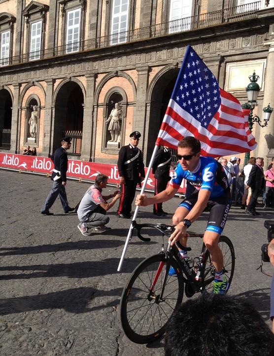 Christian Vandevelde flies the US flag up onto the Giro presentation stage