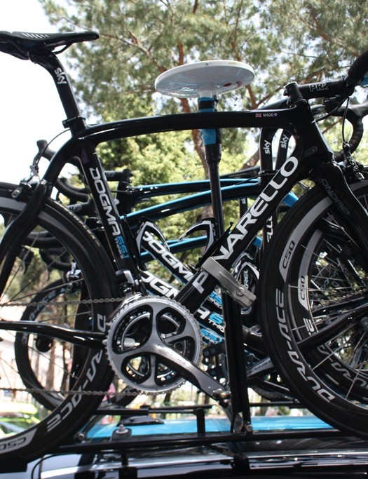 When a photo emerged of Bradley Wiggins's new Pinarello Bolide without Osymmetric rings - a feature of his Tour winning bike – it stood that his spare road bike would also revert to standard chainrings