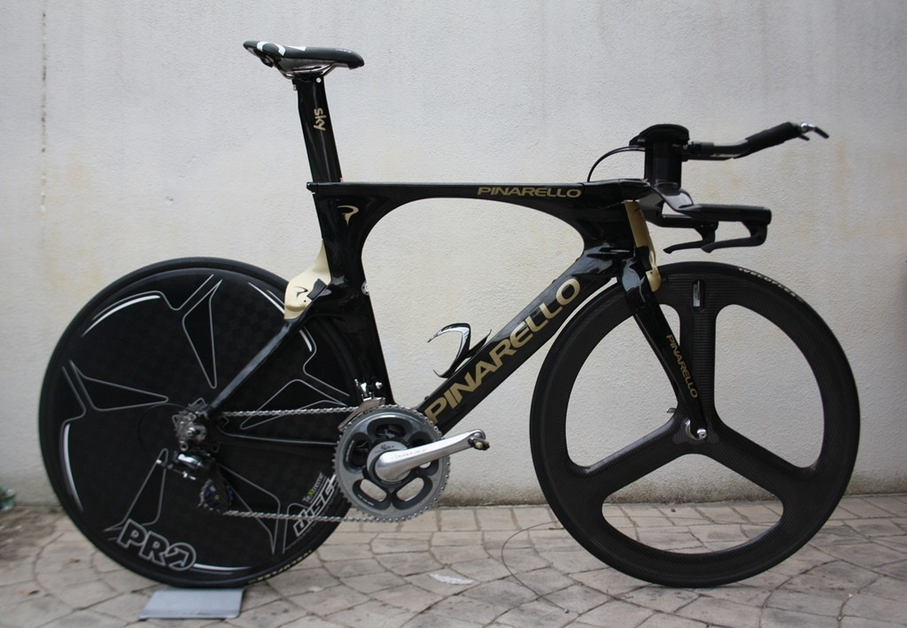 The Pinarello Bolide: 15 percent less drag and 5 percent lighter than the Graal, say the test figures