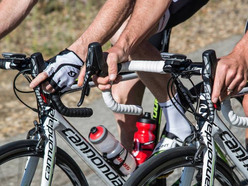 The SRAM Red 22 Hydro R levers' hydraulic cylinder necessitates the tall profile