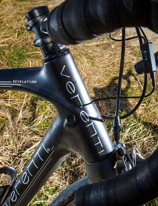 The tapered head tube contributes to a muscular ride