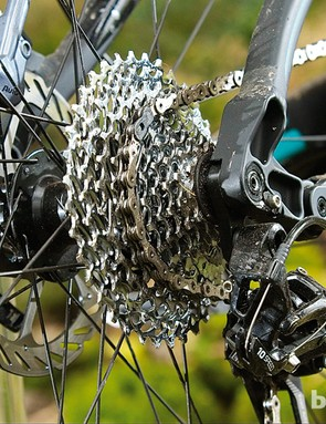 The screw-thru axle reduces flex – vital with big wheels