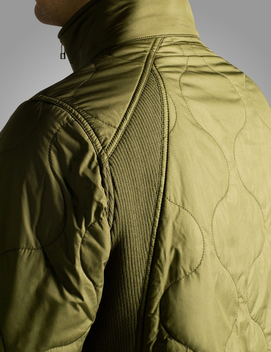 Stretch panels allow for on-the-bike fit without the arms riding up on the Damen Jacket