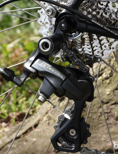 The Ultegra rear mech sits in a neat cowled dropout
