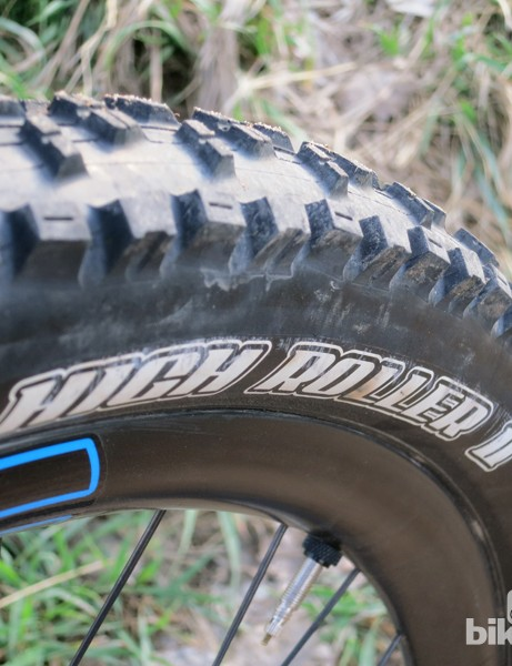 Maxxis High Roller 27.5x2.35in tires provide plenty of grip and perform well over a variety of terrains