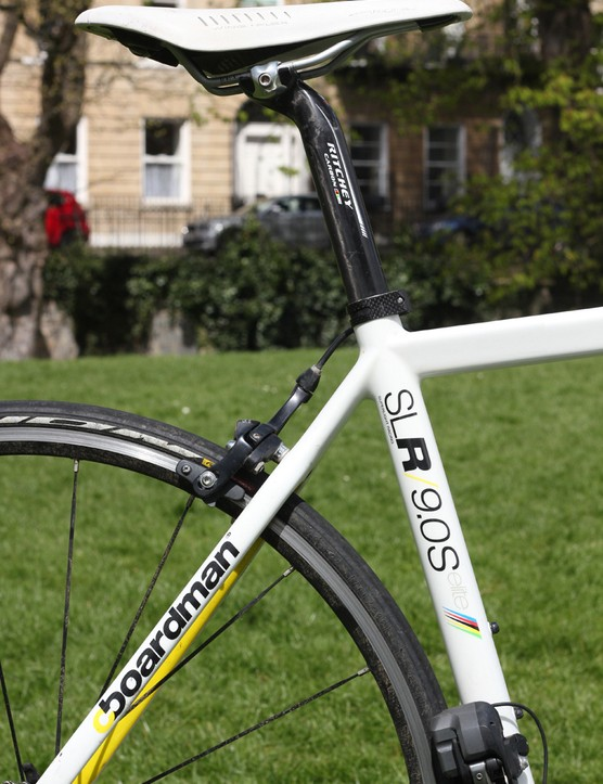 A Ritchey WCS carbon seatpost sits under the Fi'zi:k Arione Manganese saddle