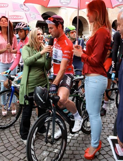 Cavendish is interviewed by Italian television before the start
