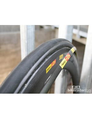 The CX01 blades are easy to clip on and off