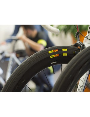 The CXR 60 Ts are designed to work with Mavic's Yksion PowerLink and GripLink tubulars