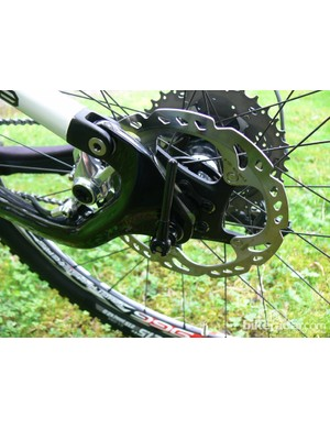 The post mount disc brakes are tucked neatly inside the rear triangle and mounted to the chainstay