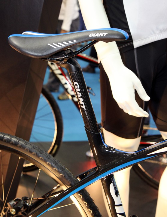 Though aimed at more casual riders, the Giant AnyRoad nonetheless includes some high-tech features such as the swoopy hydroformed aluminum frame. The dropped top tube provides gobs of standover clearance