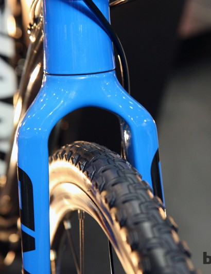Tire clearance is plentiful at both ends with more than enough room for the stock 32mm-wide all-purpose rubber