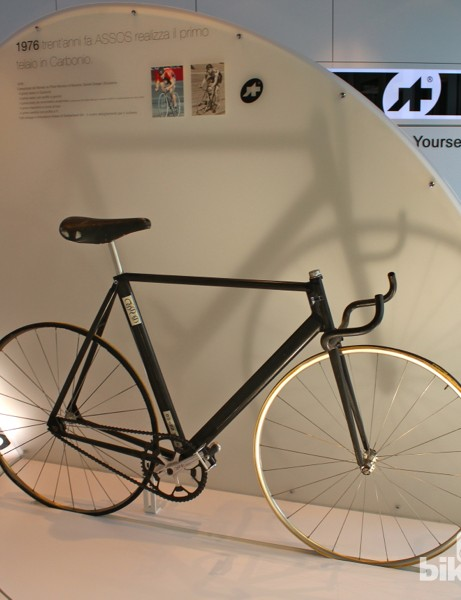 The bike that started a clothing brand. Tony Maier-Moussa took a carbon bike into a wind tunnel for testing. The first byproduct was the hyper-agressive, crown-mounted aerobars. The second was a Lycra skinsuit - and then Assos Lycra shorts