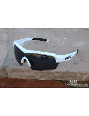 The UVEX SGL 104 Vario features a traditional upper lens and one-piece, shield-type lens