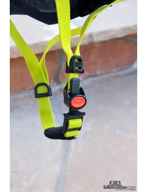 The ratcheting buckle used by UVEX allows for quick on-the-bike adjustments without you having to fight with dangling webbing