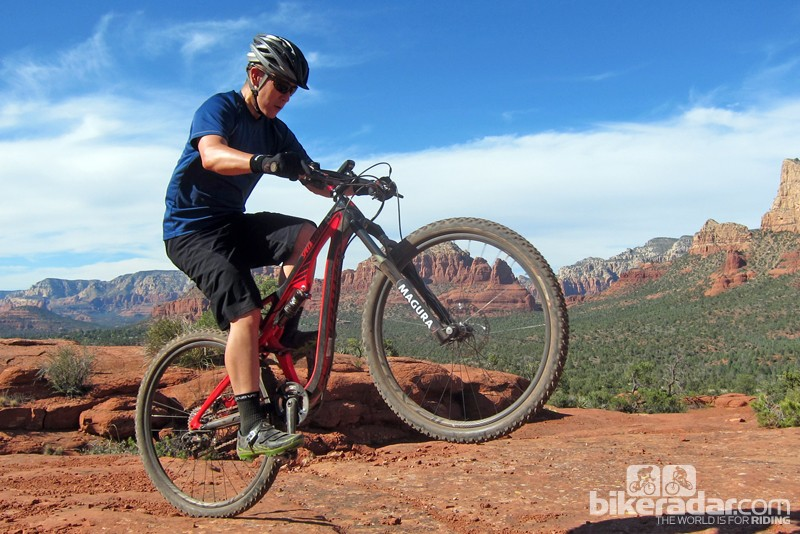 We tested Magura's new eLECT electronic auto-lockout fork damper on the trails of Sedona, Arizona and at least during our brief session, it seems to work