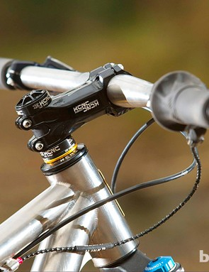 There is more titanium on the menu in the shape of the  flat handlebar
