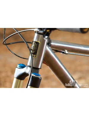 The 44mm head tube works with all forks