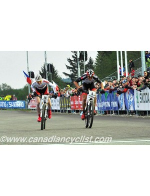 Kenta Gallagher (Superior Brentjens Mountainbike Racing Team) and Christian Pfäffle sprint in the eliminator final