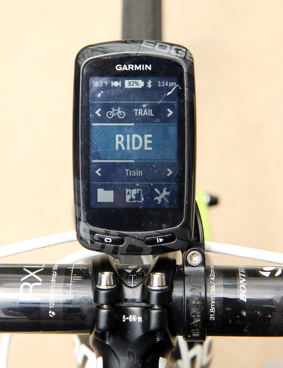 The Tate Labs Bar Fly 2.0 practically disappears when one of Garmin's larger Edge computers is mounted