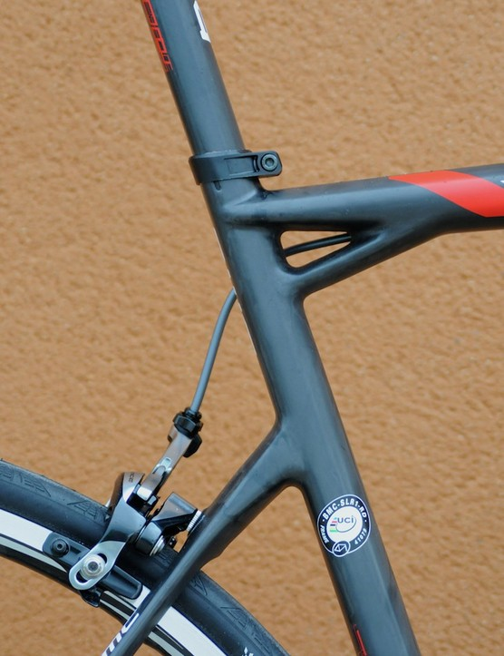 The cantilevered rear end with short seat stays and braced top tube/seat tube junction