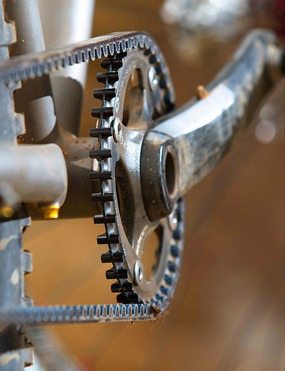 A central ridge along the sprocket and chainring guide the belt