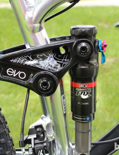 The 120mm Fuel EX 29 features Trek's tried-and-true Evo link