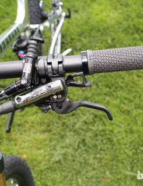 The RockShox Reverb dropper remote doesn't clutter the handlebar too much