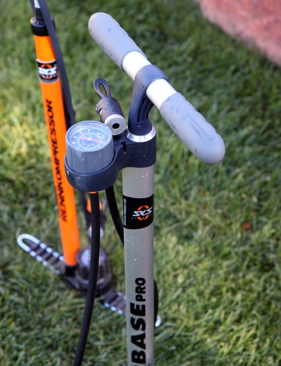 The top-mounted pressure gauge on the SKS Airbase Pro floor pump makes for easy reading